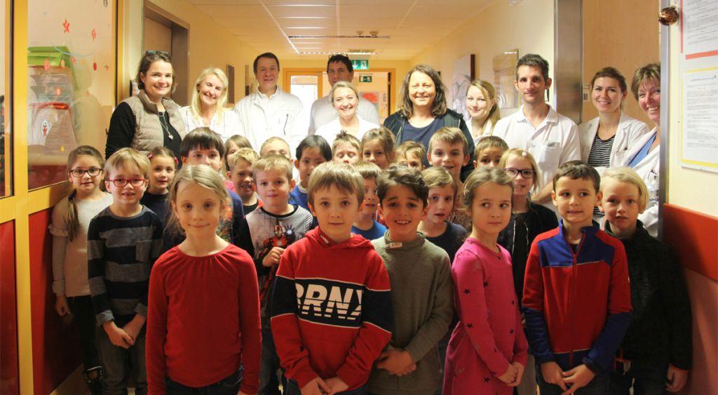 Kinder der Santa Christiana singen im LK Wiener Neustadt